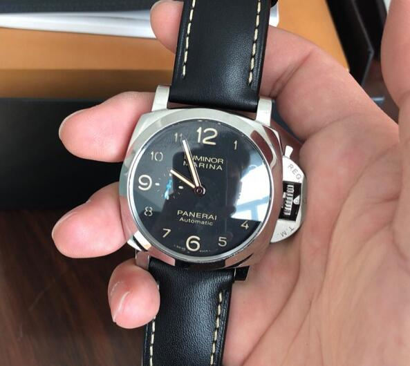 The timepiece maintains all the iconic features of Panerai.