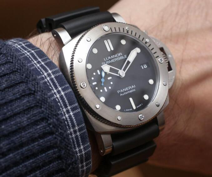 The 42 mm Panerai offers more opportunities for men who have thin wrists.