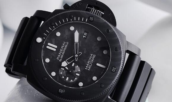 The innovative material makes the timepiece very light, distinctive, robust and durable.