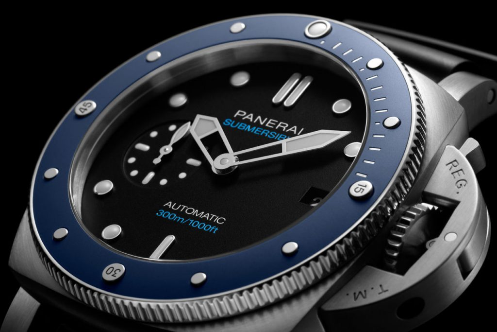 The Panerai Submersible replica watch is good choice for strong men.