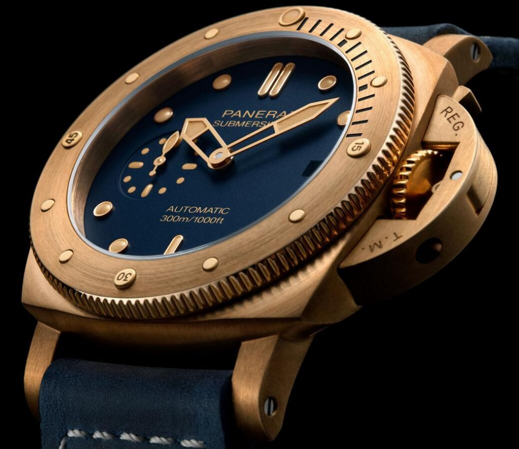Online fake watches ensure the best charm with blue color and bronze material.