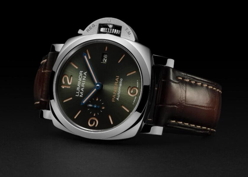 Online replica watches look very tasteful with green dials.
