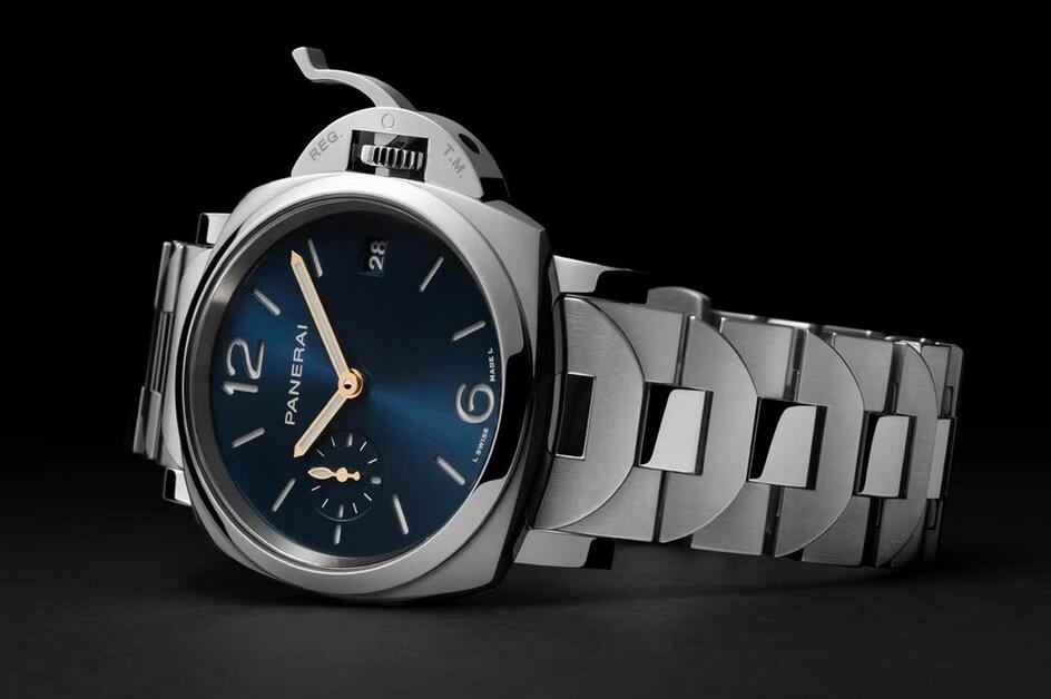 The AAA replica watches can ensure the best reading in the dark with luminous coating.